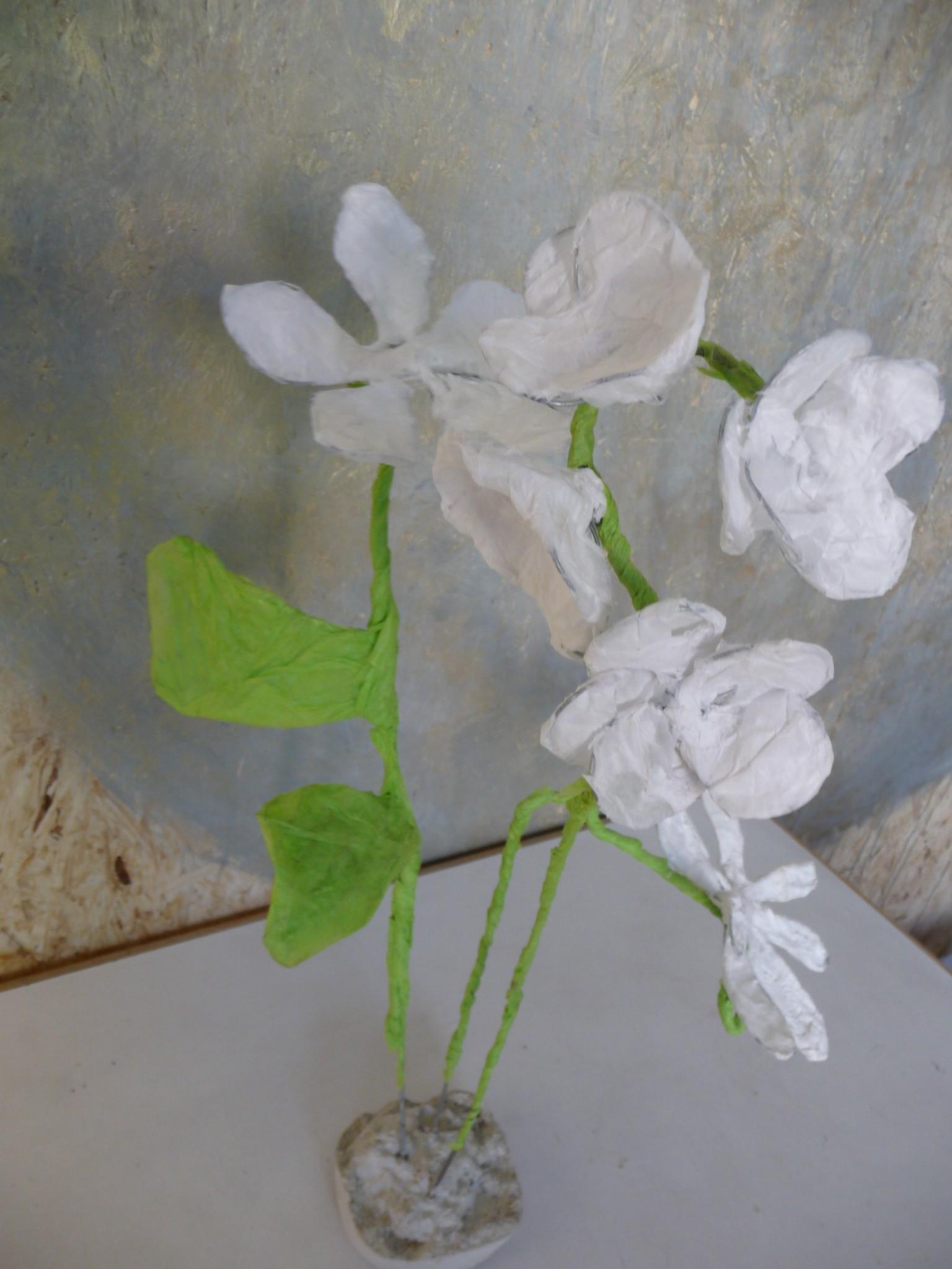 Sculpture fil de fer et papier de soie